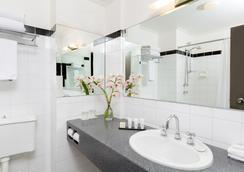 Rydges North Sydney - Sydney - Bathroom