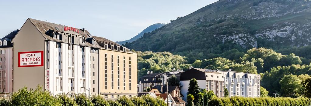 Arcades - Lourdes - Building