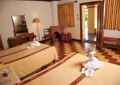Regis Hotel & Spa - Panajachel - Bedroom