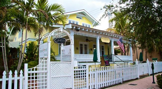 Palm Beach Hibiscus Bed & Breakfast - West Palm Beach - Building