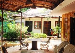 Vedanta Wake Up - Backwaters - Alappuzha - Patio