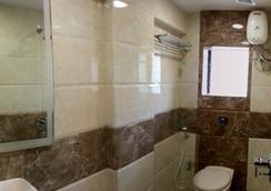 Hotel Kamran Residency - Mumbai - Bathroom