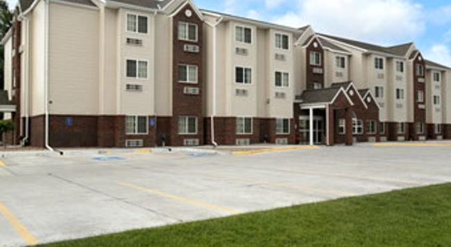 Microtel Inn & Suites by Wyndham Kearney - Kearney - Building