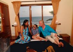 Hotel Sea View Palace - Kovalam - Beach