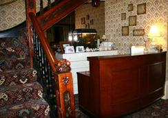 Friends Hotel - Sandown - Front desk