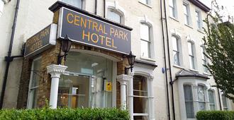 Central Park Hotel - London - Building