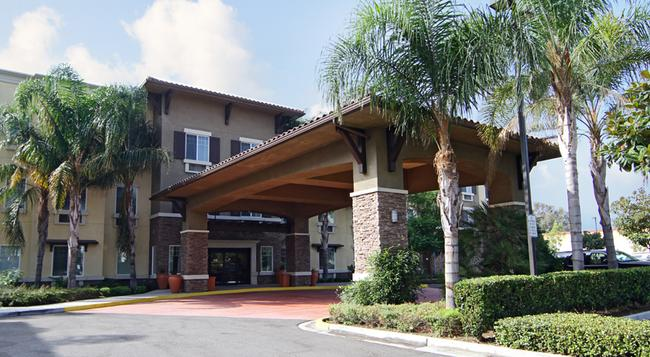 Ontario Grand Inn & Suites - Ontario - Building