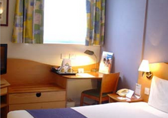 Days Hotel London- Waterloo - London - Bedroom
