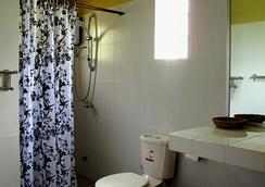 Atmaland Resort - Kep - Bathroom