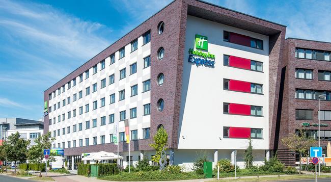 Holiday Inn Express Bremen Airport - Bremen - Building