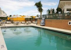 Courtyard by Marriott Fort Lauderdale Beach - Fort Lauderdale - Pool
