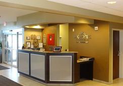 Microtel Inn & Suites by Wyndham Dickinson - Dickinson - Lobby