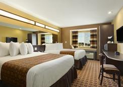 Microtel Inn & Suites by Wyndham Dickinson - Dickinson - Bedroom