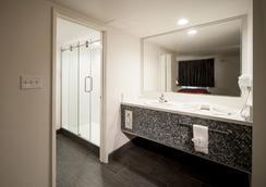 Thunderbird Hotel - Las Vegas - Bathroom