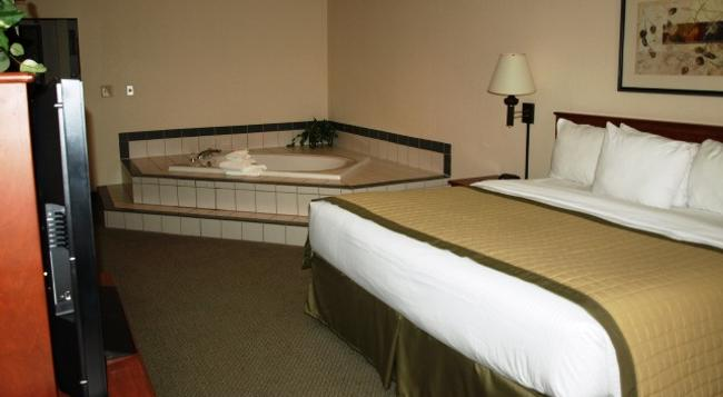 New Victorian Inn & Suites in Sioux City, IA - Sioux City - Bedroom