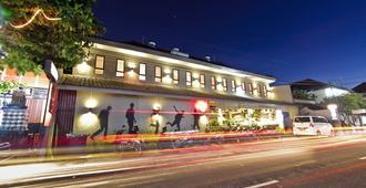 Kayun Hostel - Kuta - Building