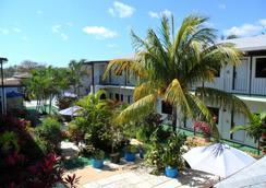 Red Carpet Inn - Nassau - Outdoor view