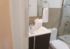 Stardust Hotel - Miami Beach - Bathroom
