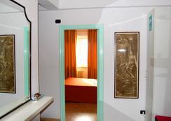 Colosseoinn - Rome - Bathroom