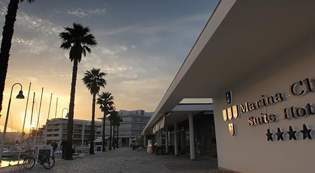 Marina Club Lagos Resort - Lagos - Building