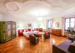 Hotel Wolf - Salzburg - Bedroom