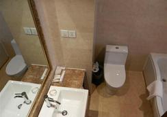 GreenTree Eastern Quzhou Hewu Road Hotel - Quzhou - Bathroom