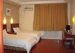 Greentree Inn Shandong Yantai South Avenue Business Hotel - Yantai - Bedroom