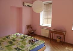 JR's House Hostel - Yerevan - Bedroom