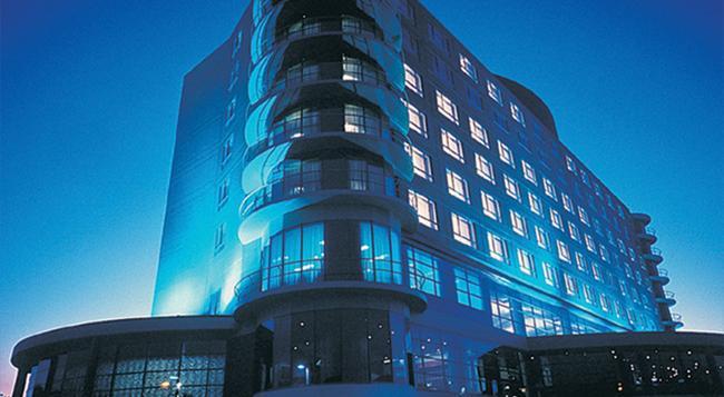 Rydges Parramatta - Parramatta - Building