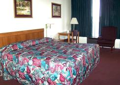 Budget Host Inn - Columbia - Bedroom