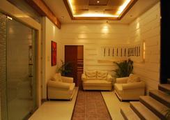 Hotel Millennium - Guwahati - Lobby