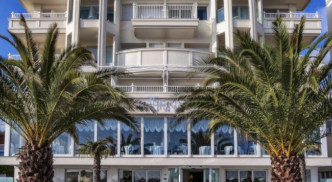 Hotel Tiffany's - Riccione - Building