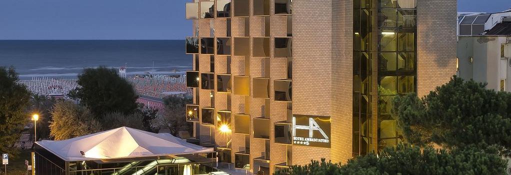 Hotel Ambasciatori Rimini - Rimini - Building