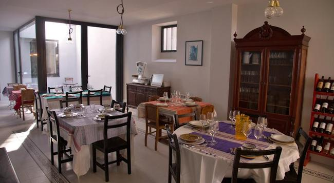 Yours Guesthouse Porto - Porto - Restaurant