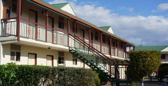 Colonial Village - Brisbane - Building