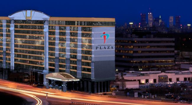 International Plaza Hotel - Toronto - Building