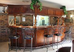 Overlander Homestead Motel - Roma - Bar