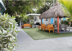 Seashell Motel & Key West Hostel - Key West - Outdoor view
