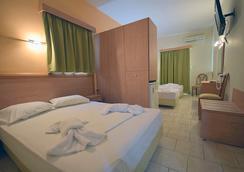 Hotel Plaz - Selianitika - Bedroom