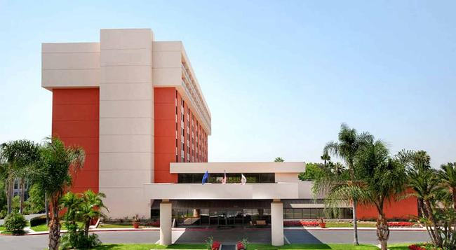 Ontario Airport Hotel and Conference Center - Ontario - Building
