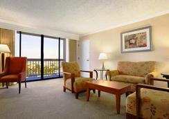 Ontario Airport Hotel and Conference Center - Ontario - Bedroom