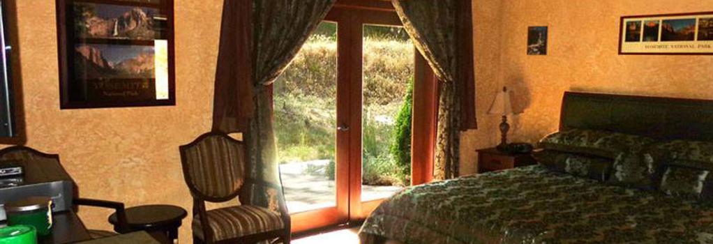 Evergreen Haus - Yosemite / Sierra - Mountain Cabin Lodging - Oakhurst - Bedroom