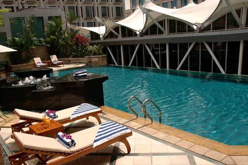 Peninsula Excelsior Hotel - Singapore - Pool