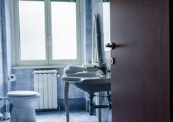 Reboa Resort - Rome - Bathroom