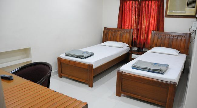Lloyds Guest House, North Boag Road, T. Nagar - Chennai - Bedroom