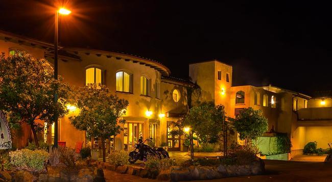 El Colibri Hotel & Spa - Cambria - Building