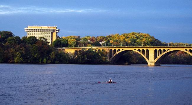 Key Bridge Marriott - Arlington - Building