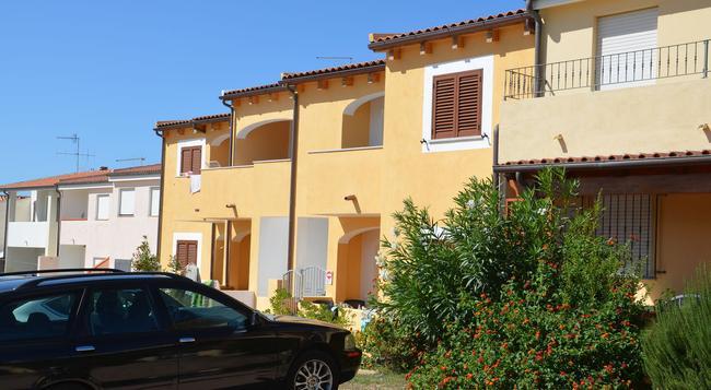 Villa Rosanna - Isola Rossa - Building