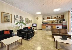 Hotel Miramare Et De La Ville - Rimini - Living room