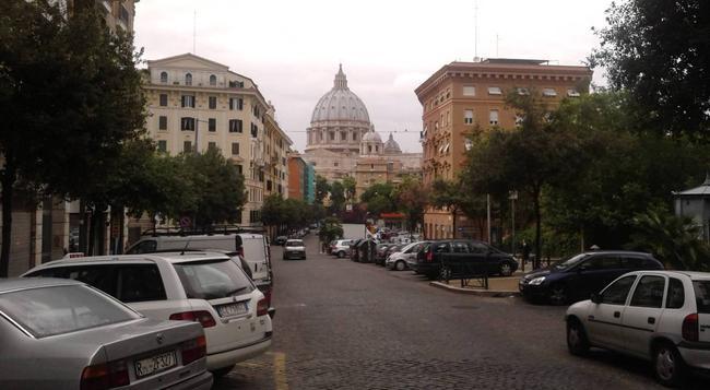 Bed and Breakfast La Stazione del Vaticano - Rome - Outdoor view